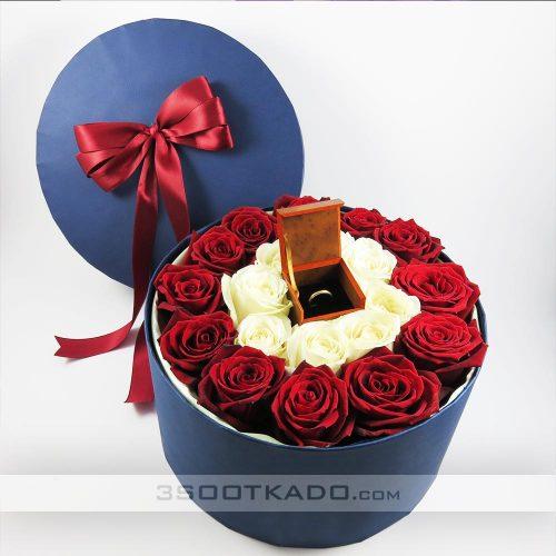 جعبه گل رز قرمز