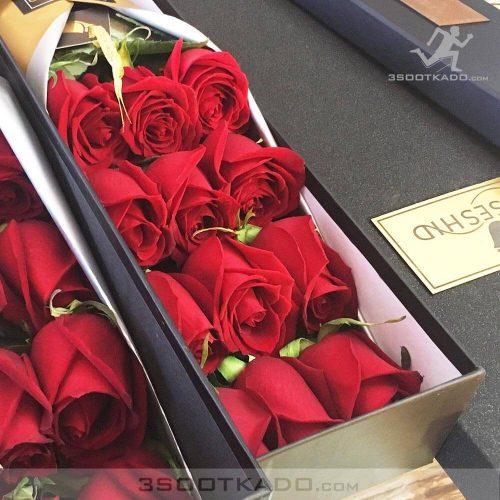 خرید جعبه گل دوازده شاخه