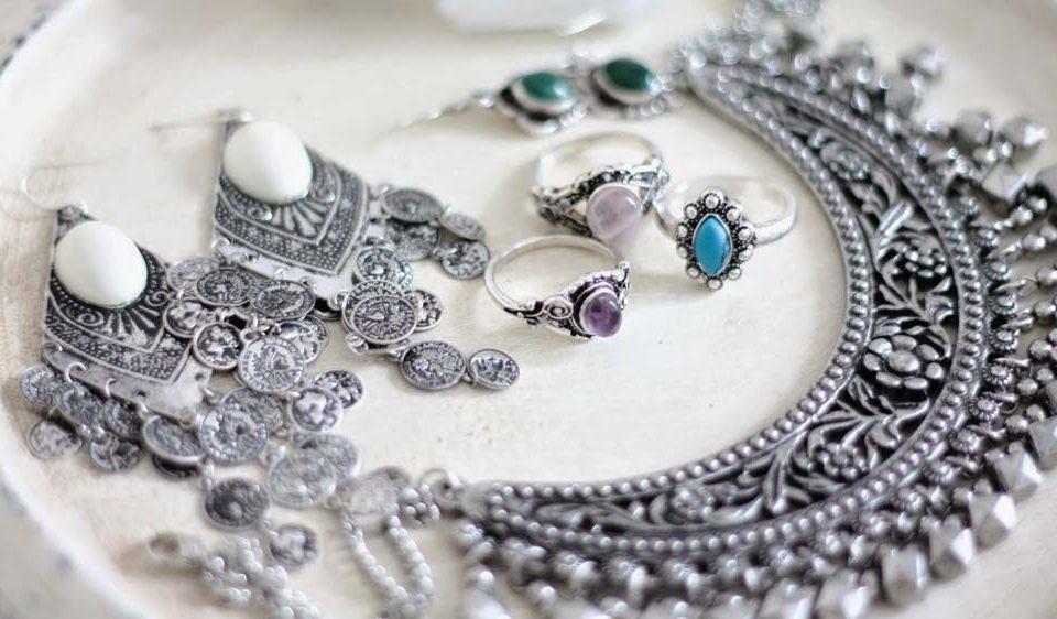 جواهرات نقره و نگه داری از آن ها